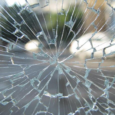 SAV et réparation vitrage, baie vitrée, verre brisé, entretien fenêtres